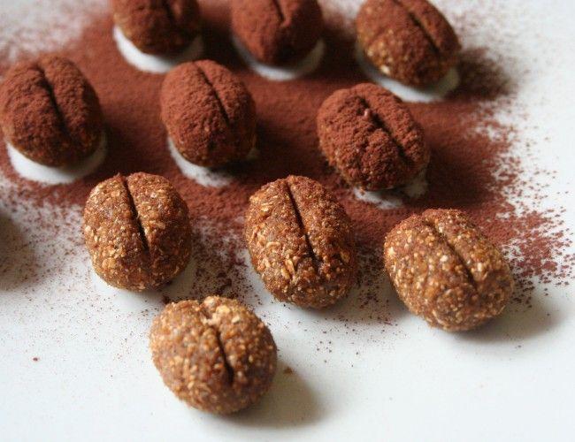 Nepečená kávová zrna bez cukru, krok 4: Kávová zrna poprašte kakaem.
