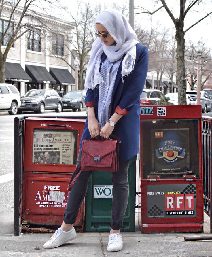 USA. | #hijabfashion #modestfashion #blazer #navyblazer #loefflerrandall #springstyle #summerstyle #ootd #summeralbarcha #hijab #whitesneakers #sneakers #axelarigato