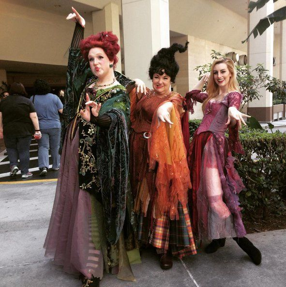 People Are Combining Halloween and Christmas, and It\u0027s Freakin - sisters halloween costume ideas