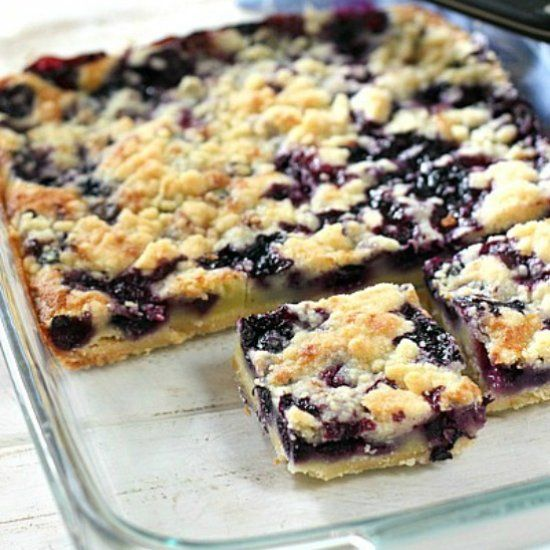 Easy Blueberry Pie Bars! Use fresh or frozen blueberries. A super easy dessert to throw together!