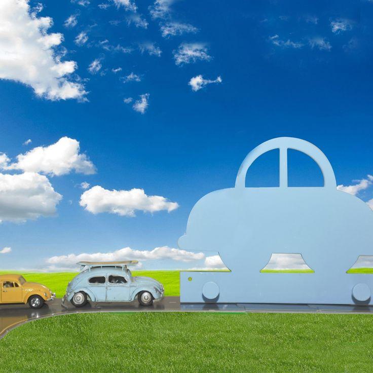 Ξύλινη χειροποίητη κρεμάστρα, σχέδιο αυτοκινητάκι σε γαλάζιο χρώμα. Ένα μοναδικό δώρο για παιδιά.