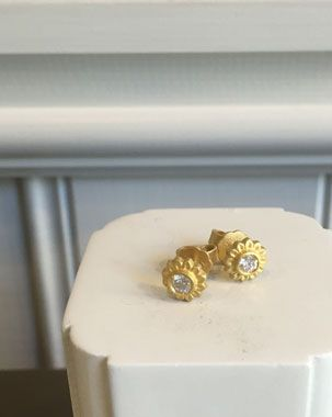 No.10 Edith Hegedüs. Diamond studs for every day or wedding. @no10edithhegedus