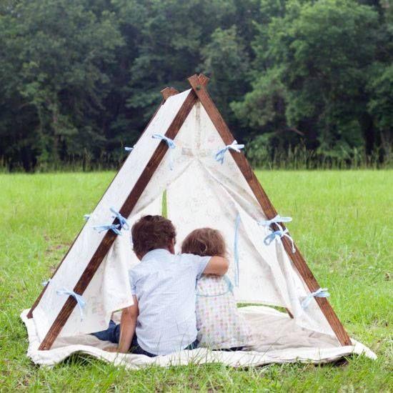 Zelt für die Kinder selber bauen, Holzlatten, Stoff. Garten, DIY