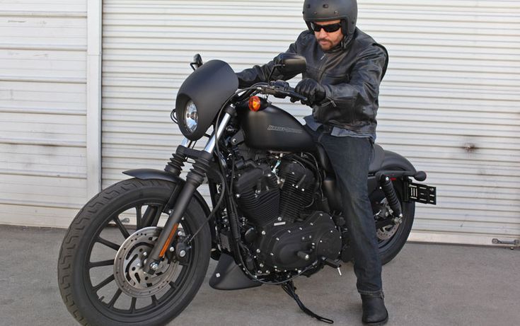 dark custom iron 883 dark custom motorcycles harley davidson usa harley davidson. Black Bedroom Furniture Sets. Home Design Ideas
