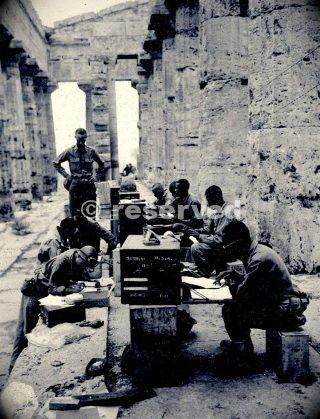 nero-soldati-americani-presso-il-tempio-di-nettuno-salernowwii_ww2-