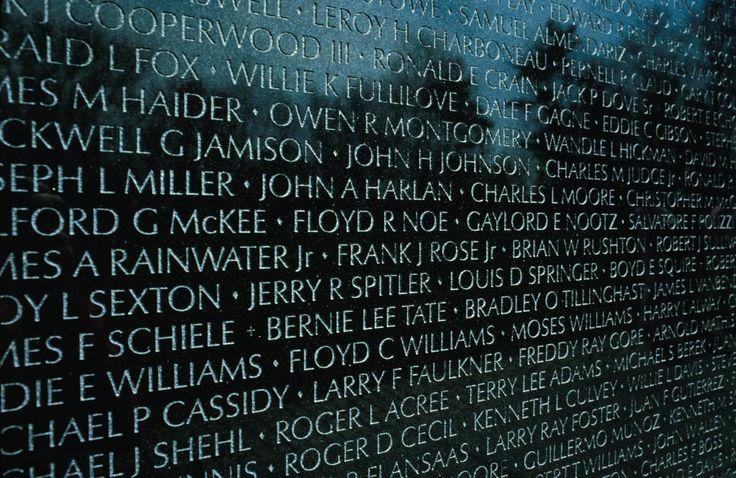 Reconnaître la mémoire de ceux qui ont donné leurs vies pour la LIBERTÉ.    Les lieux de guerre sont-ils toujours pour la LIBERTÉ ou pour servir les intérêts des financiers ?   Washington, DC / Lonly Planet