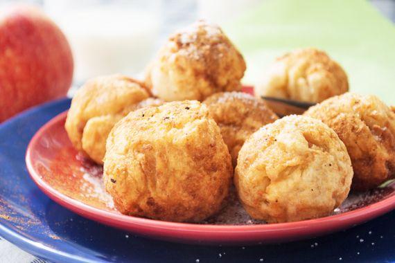 Ein traditionelles Rezept für eine beliebte Süßspeise: Südtiroler #Apfelknödel begeistern als Dessert oder süßem Hauptgang.