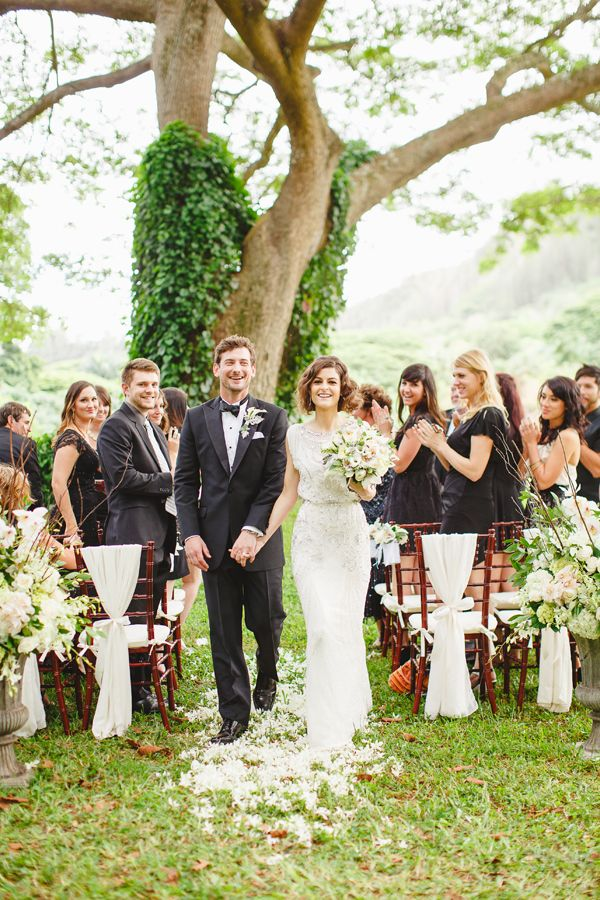 Place your wedding ceremony in front of a beautiful tree   Photography By Sea Light Studios