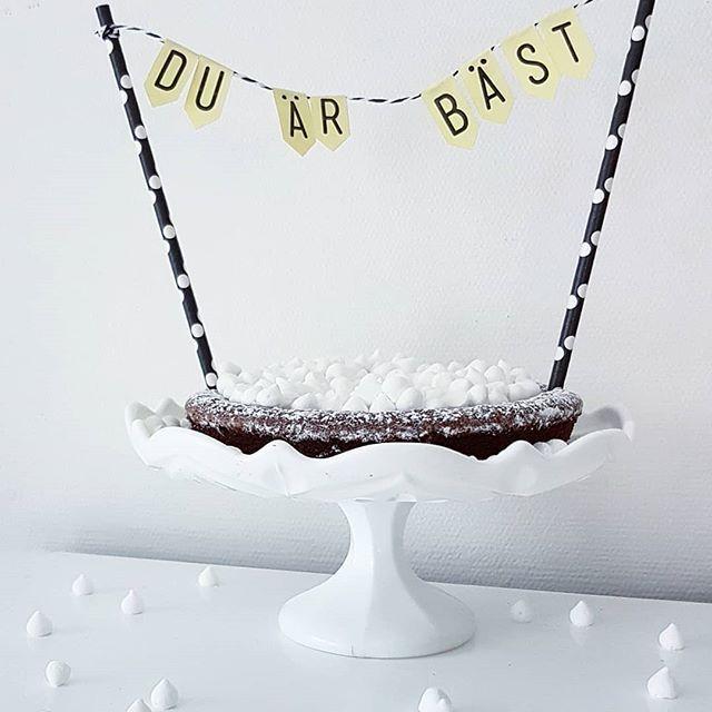 """Farsdag på Söndag! Detta var förra årets """"tårta"""" till pappan i huset. Får se vad vi hittar på denna gång ☺ Bannern får iallafall hänga med även i år då budskapet fortfarande stämmer 💕"""