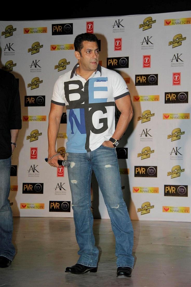 Sonakshi Sinha and Salman Khan at Dabangg-2 Premiere,.