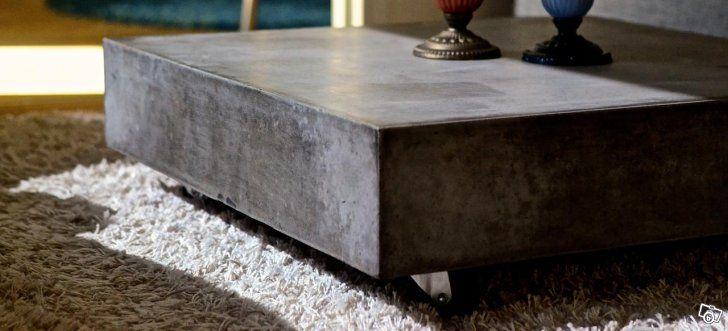 Betongbordet SOHO är ett läckert och prisvärt betongbord på hjul. Betongskivan är armerad och förstärkt med glasfiber för att  ge bordet bättre hållbarhet.  SOHO fungerar lika bra inomhus som utomhus och är lätt att flytta runt med sina hjul.  Ytan p...