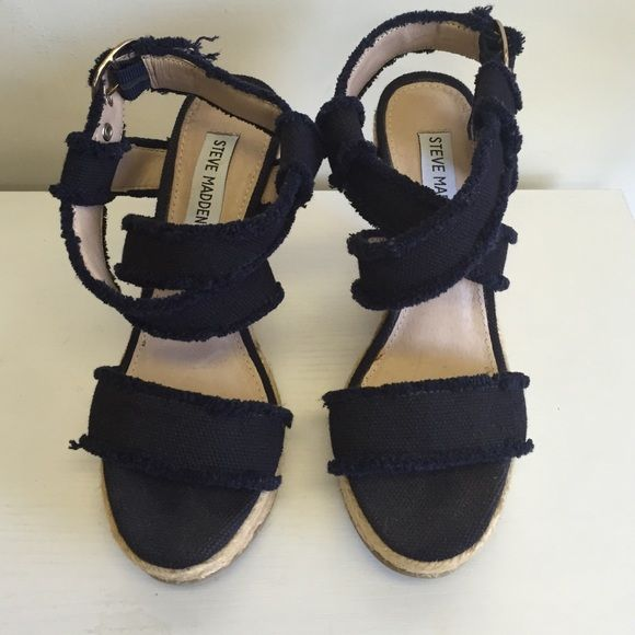 Steve Madden canvas navy sandal Dark navy canvas crisscross platform sandals.  Excellent condition sandals great for the summer.. Steve Madden Shoes Wedges