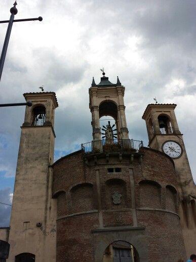 Terrazza di San Antonio.  In origine il cancello principale della prima cerchia di mura del castello di Modigliana.  Foto personale.