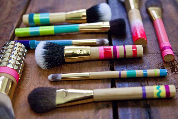 DIY: Bright, fun makeup brushes - a unique gift idea!