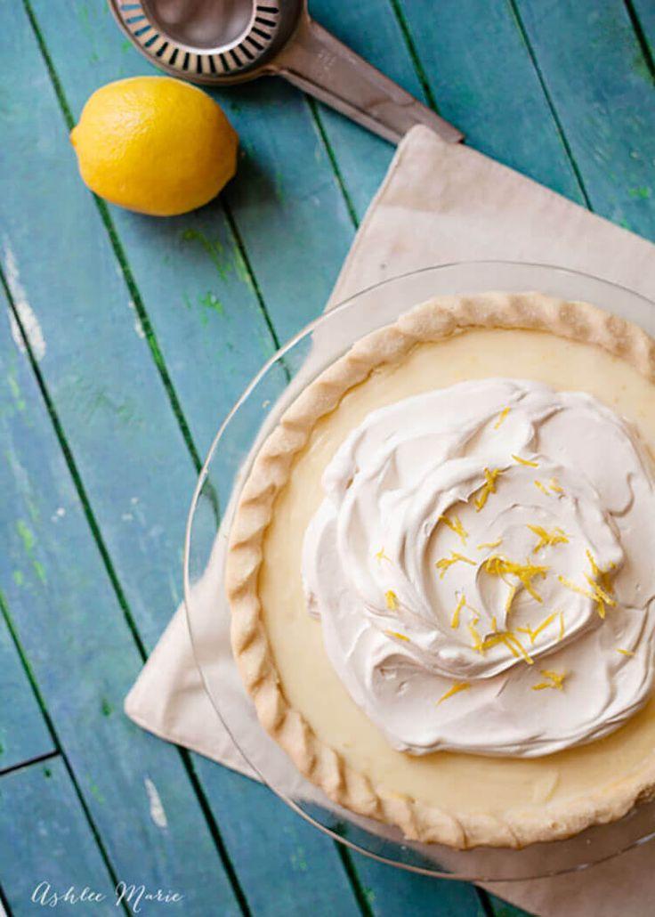 La tarte la plus délicieuse jamais, cette tarte au citron aigre est crémeuse et tarte avec une texture et une saveur incroyables