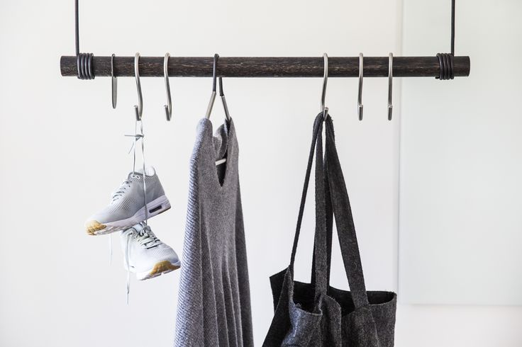 The SWING from LIND DNA is defined by an elegant and minimalistic combination of a thick leather cord and Danish oak. On it is our Hangers and Hooks.