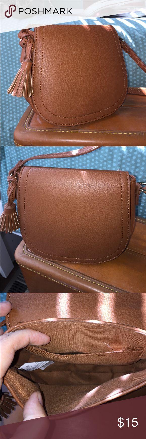 Old Navy Shoulder Bag Gently-used Old Navy purse. Magnetic close, tassel decoration. Excellent condition! Old Navy Bags Shoulder Bags