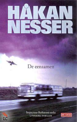 Boek De eenzamen van Håkan Nesser .| Een wandelaar vindt onder aan een afgrond het levenloze lichaam van een man. Vijfendertig jaar eerder werd op precies dezelfde plek het lichaam van een jonge vrouw gevonden... Is er een verband?