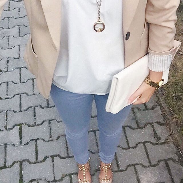 Mai szettem. Szeretem amikor minden harmóniában van egymással.  Todays outfit. I love when the accessories matching perfectly.  #outfit #ootd #outfitoftheday #blogger #fashionblogger #wiw #inspiration #instadaily #instastyle #instafashion #l4l #jeans #heels #tshirt #blazer #necklace #joyjewel #spring #mik #ikozosseg #nyaklánc #mutimitviselsz