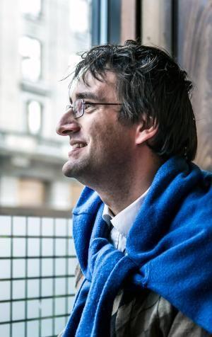 Josef Schovanec, 34, ist Autist, DOKTOR der Philosophie und Absolvent der Sciences PO Paris, jener französischen ELITEhochschule, aus der regelmässig Staatspräsidenten hervorgehen. Schovanec ist in der Nähe von Paris als Sohn tschechischer Eltern aufgewachsen und hat in seiner Kindheit mehrere Jahre lang nicht gesprochen.