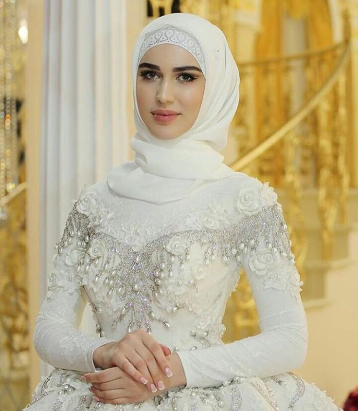 Gorgeous bride mashallah #princess #Inspo love the off the shoulder design! Actually looks lovely with the under top ❤️ @nevesti_musulmanki #thehijabbride #modestbride #modestfashion #muslimbride #muslimfashion