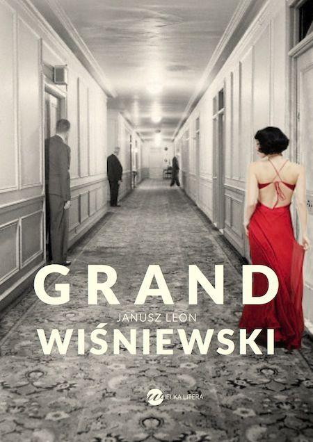 """""""Pewnego lipcowego deszczowego poranka, przed wschodem słońca, na plaży przed sopockim Grand Hotelem bezdomny mężczyzna znajduje śpiącą tam znaną warszawską dziennikarkę...""""Tak zaczyna się nowa powieść Wiśniewskiego. Obrosły historią i legendami sopocki Grand Hotel staje się miejscem wydarzeń szczególnych, a autor, jak Anioł Podpatrywacz, towarzyszy ludziom, którzy spędzają w tym hotelu jeden krótki letni weekend."""