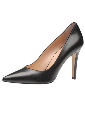 Für die selbstbewusste Lady, die hoch hinaus will: Der aufregende Lederpumps von Evita Shoes passt nicht nur zum kleinen Schwarzen, sondern peppt auch Basic-Outfits auf wie Jeans und Blazer. Handgefertigt aus Italien sieht man dem guten Stück Stil und Qualität schon von weitem an. Perfetto!