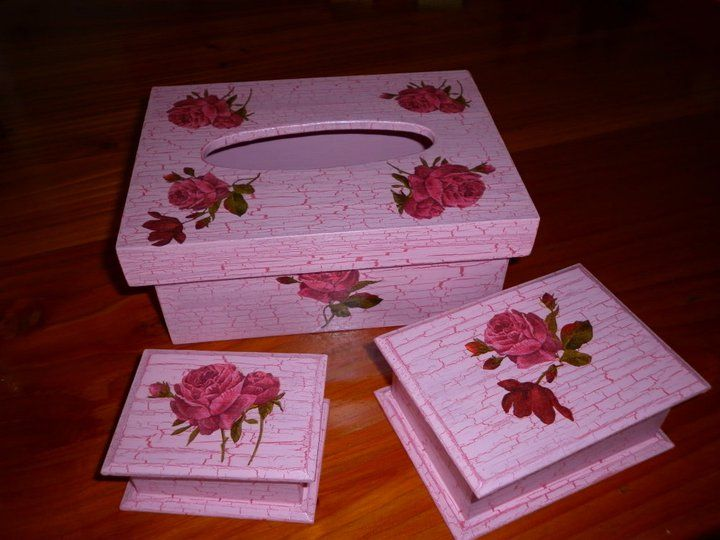 Pañuelero y cajas en decoupage y craquelado, más resina