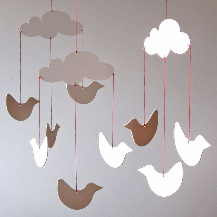 Here´s an inviting product for little artists to take part in its creation! White cardboard birds and clouds wait to be painted and coloured in... It can be a delightfull interaction at a children´s p