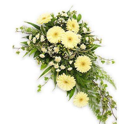 Горизонтальный букет цветов с бесплатной доставкой в Москве http://www.dostavka-tsvetov.com/tsvet/kacheli-ljubvi