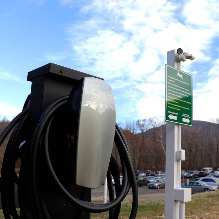 We've recently installed two #Tesla vehicle chargers and two electric vehicle chargers in the parking lot behind the Administration building! These are available to use for our guests and fellow #cleanenergy stewards. We are committed to promoting sustainability and maintaining our environment! ____________  Special thanks to @teslamotors for providing us with yet another opportunity to #gogreen! . . . . . #greenbiz #sustainability #renewables #environment #green #ecofriendly #cleantech…