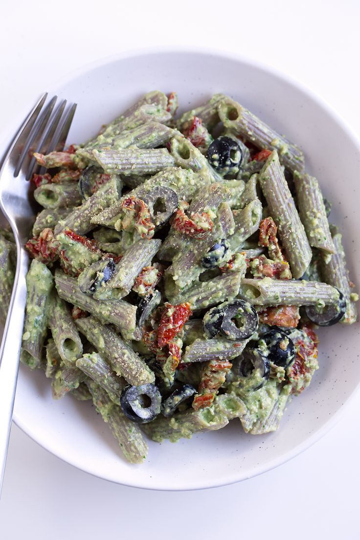Pesto Pasta Salad. - This pesto pasta salad is the perfect side dish and so convenient to eat on the go. It's ready in 25 minutes and requires only 10 ingredients.