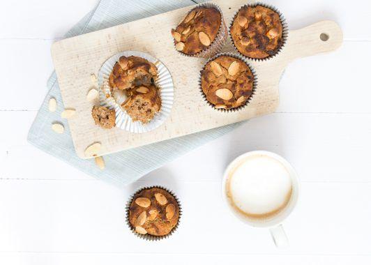 Uit Pauline's Keuken -   Ben jij al helemaal klaar voor Sinterklaasavond? Deze Speculaasmuffins mogen niet ontbreken op dit heerlijke avondje. Ik deel met jullie het heerlijke recept voor deze muffins
