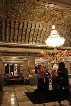 モロッコフェズのホテルロイヤル ミラージュ フェズロビー  ツアーでの利用だったんだけど18万円台でこれだけ雰囲気のあるホテルに泊まれると嬉しいね ツアー選ぶときは格安でも高級ホテルに泊まれる奴を選ぶことだよ(ω)ノ  http://ift.tt/2cJqeEE  #モロッコ #フェズ #高級ホテル #ホテル #ツアー #海外旅行  tags[海外]