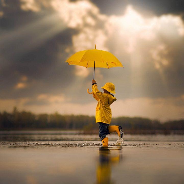 фото с желтым зонтом трассу уже