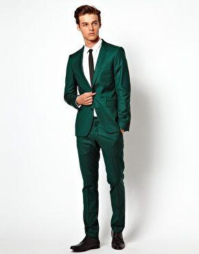 Groen pak wit overhemd zwarte das en schoenen. Helemaal mooi voor de lichte winter (W1).