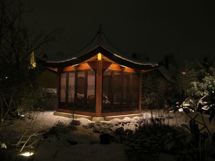gartenpavillon im winter pagoden und gartenh user aus holz. Black Bedroom Furniture Sets. Home Design Ideas