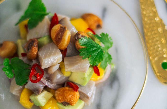 Stekt aborre med brynt anjovissmör och picklad lök | Allt om Mat