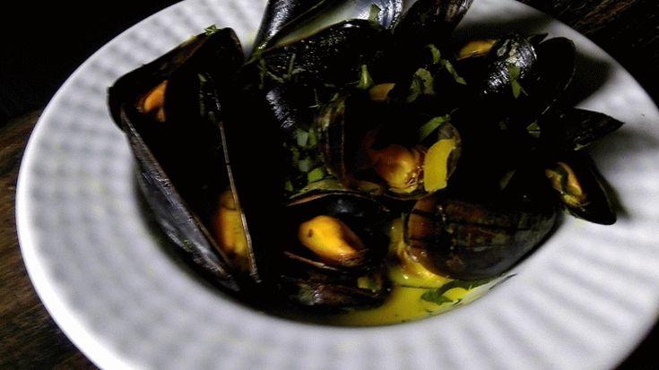 Moules, sauce marinière transformée en sauce poulette et pour finir en sauce curry