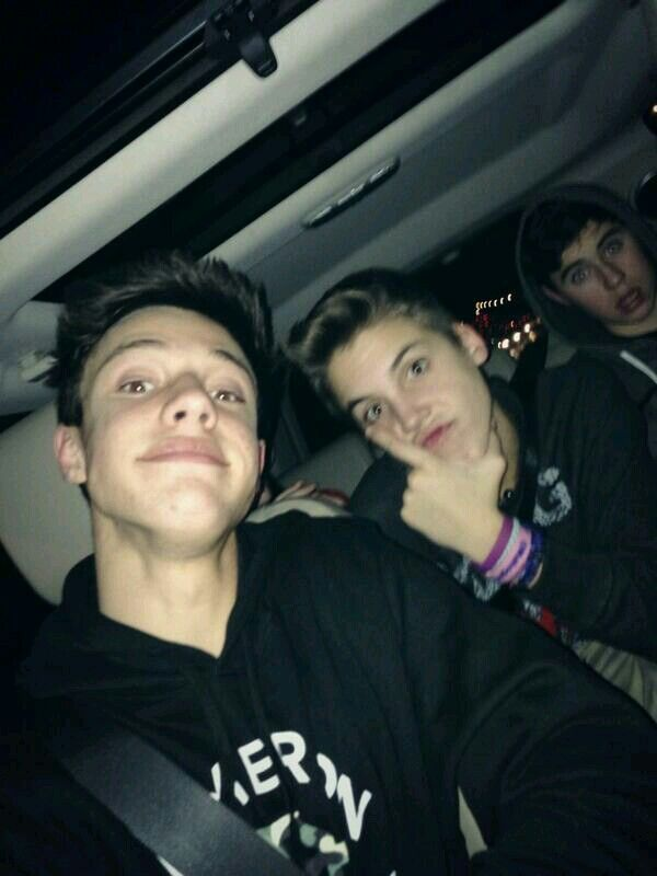 Cameron Dallas and Matthew Espinosa ♥♡♥ >>>> U just can't forget about Nash in the background!!!!!!