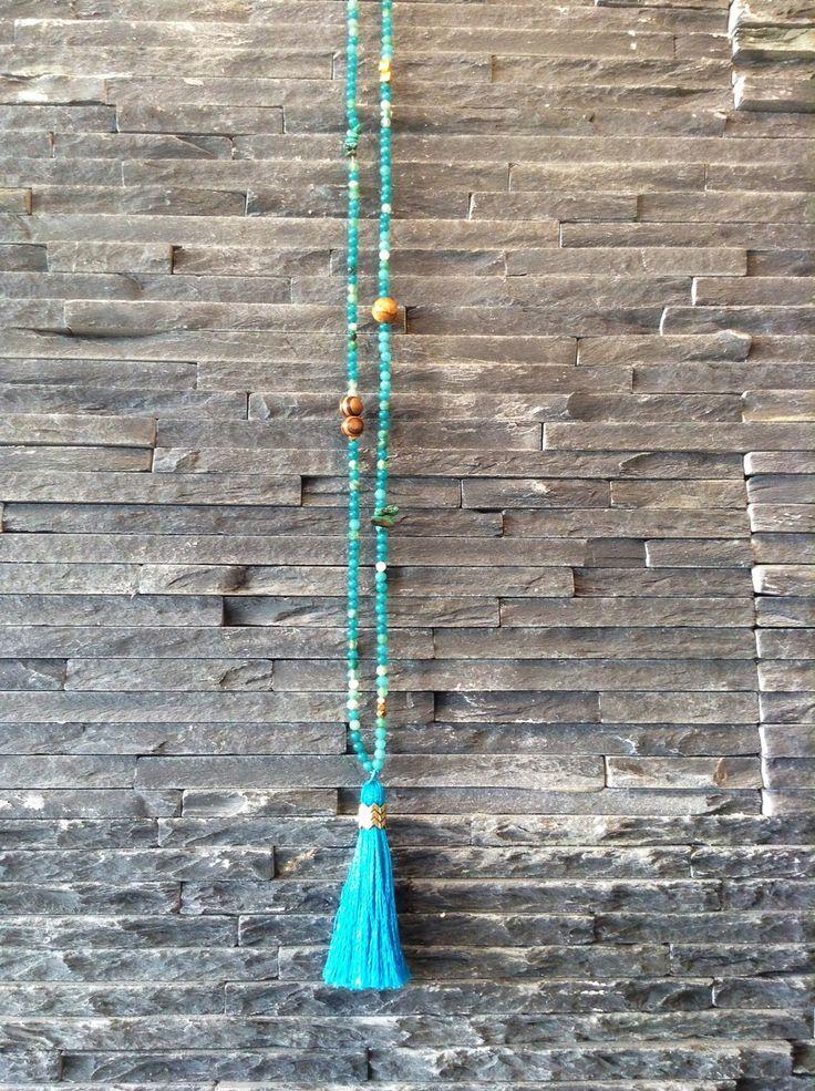 Sautoir pompons en soie et pierres fines : Collier par misaelle