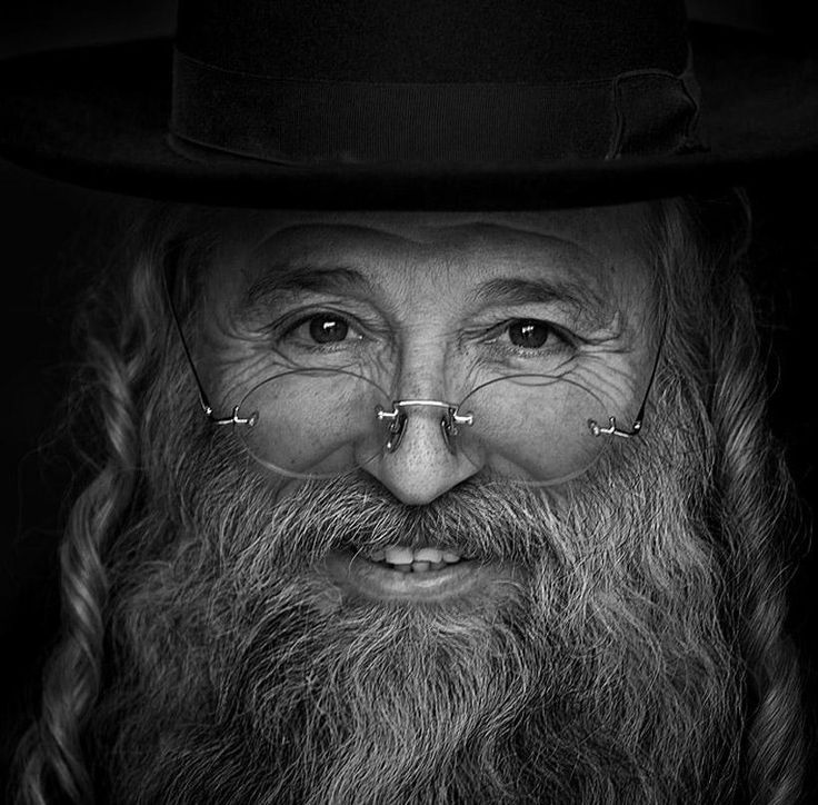 Rabbi by Yuri Bonder, old guy, powerful face, intense eyes, wrinckles, beard, glasses, expression, lines of life, beauty, b/w