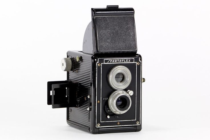 Vintage 1940 Spartus Spartaflex Twin Lens Reflex Camera – a must for any camera collector and perfect for display. Free Shipping! by RetroPickers on Etsy https://www.etsy.com/listing/218233734/vintage-1940-spartus-spartaflex-twin