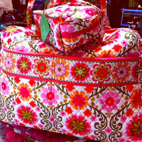 Vera Bradley weekender ! Perfect weekend bag for any location Vera Bradley  Bags Travel Bags
