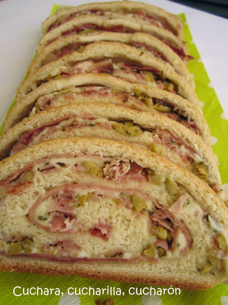 Cuchara, cucharilla, cucharón: Pan relleno de jamón serrano, york, queso y aceitu...