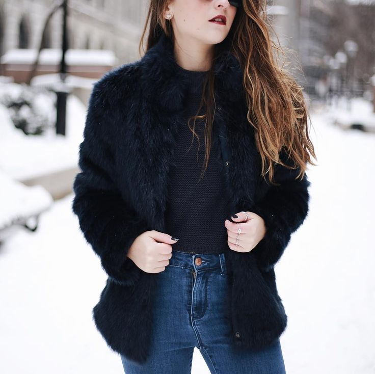CASSIDY NEVES sur Instagram: Spending the day snowshoeing up north with my fam (obvi not in this outfit) ❄️ Follow my Instastories for all the cottage action ⛄️ #veromoda