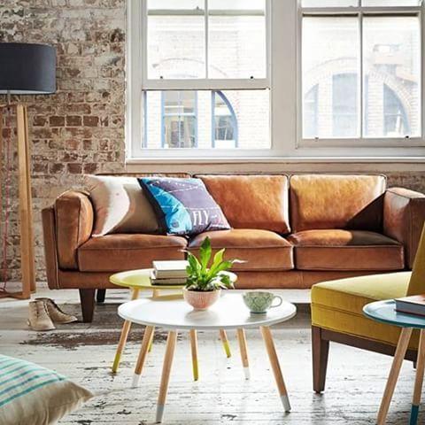 Har sååå lyst på en slik lekker brun skinnsofa!! Er jo så fint #tanleathercouch #designinspo #instainspo #interior #intriør #skinnsofa