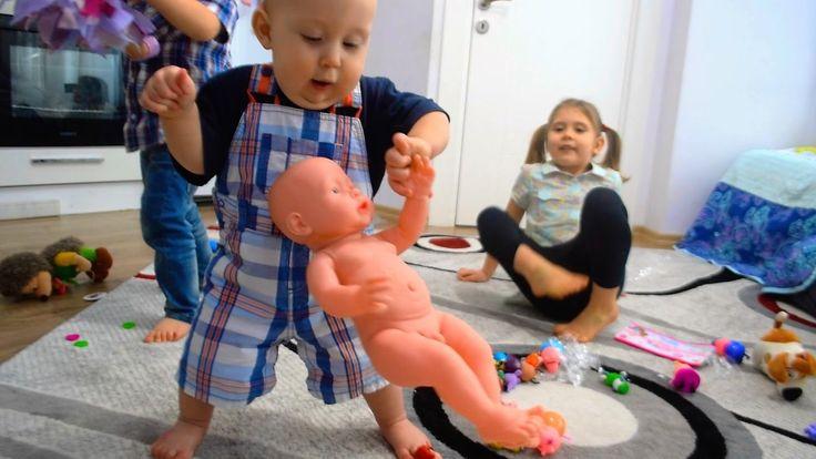 VLOG Малыш Беб Бон собирает игрушки Начинает ходить Видео для детей Baby...