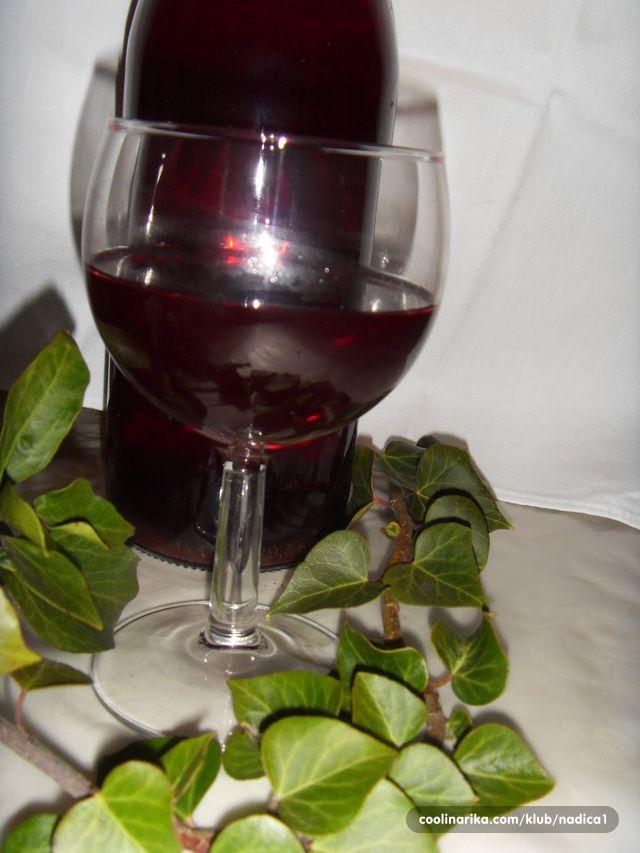 Skuha se veca kolicina sirupa i u toku zime pije se razredeno sa vodom. Cikla za dobro zdravlje!