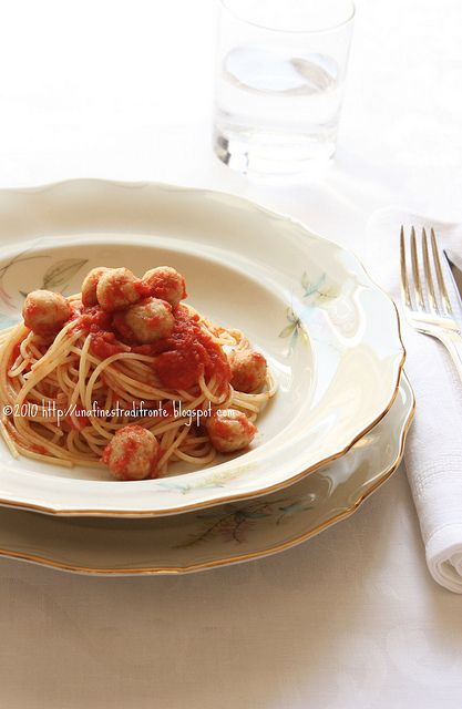 polpette (di fagioli) 150 g fagioli borlotti già lessati 5 cucchiai pangrattato 1 cucchiaio parmigiano pepe nero / sale 1 uovo codice 0